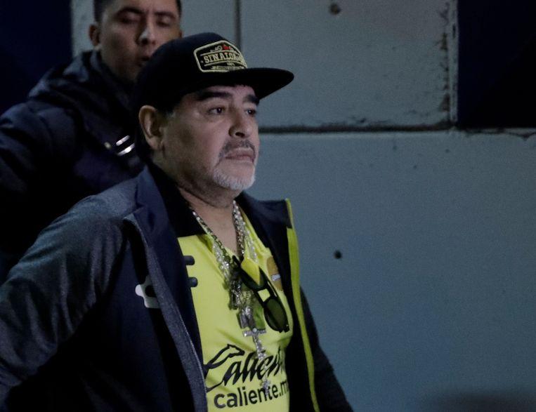 Maradona verlaat het ziekenhuis.