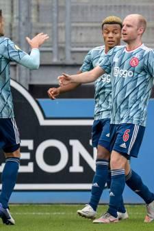Ajax heeft in lege Galgenwaard weinig moeite met onmachtig FC Utrecht
