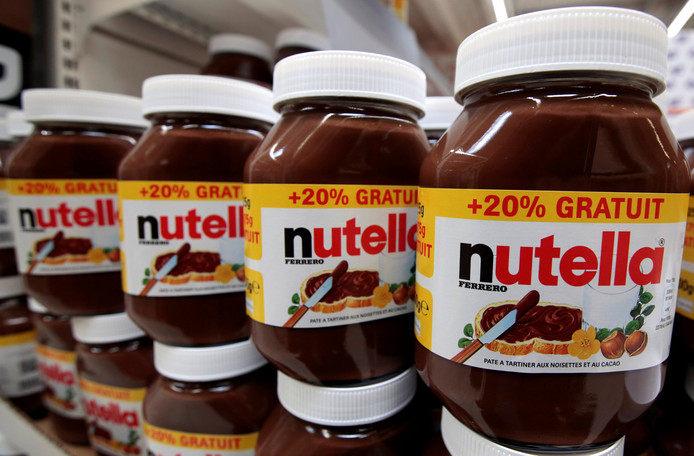 Nutella-potten in een Franse supermarkt.