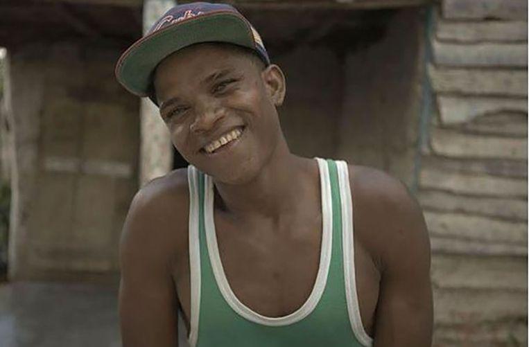 Johnny (24) werd geboren als Felecitia en had toen geen penis. Die kwam er pas tijdens de puberteit. Johnny is een 'guevedoce' ('penis op hun twaalfde'), het derde geslacht in het dorp Salinas op de Dominicaanse Republiek.