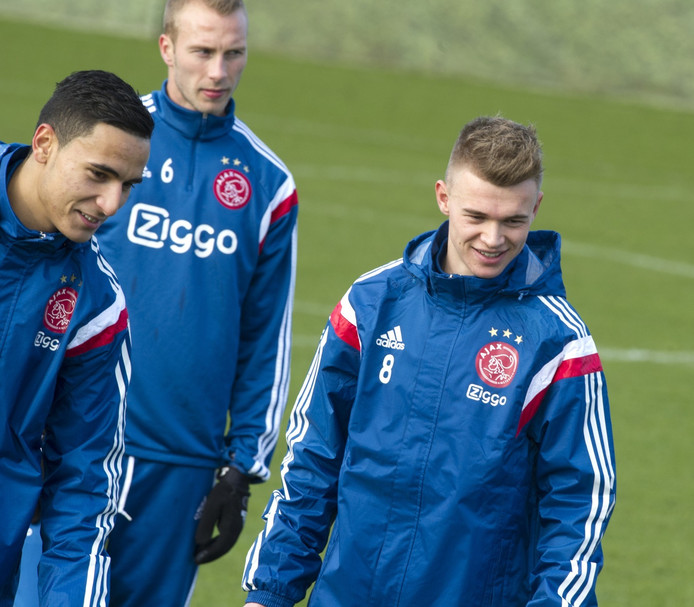 Daley Sinkgraven (rechts) op de training van Ajax.