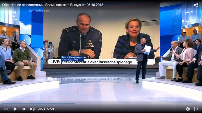 Schermafdruk van Russisch tv-programma met de Nederlandse journalist Joost Bosman over de MIVD.