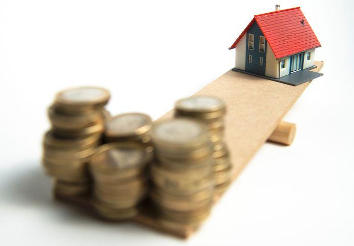 Huizenbezitters gaan de bezuinigingen in hun portemonnee voelen.