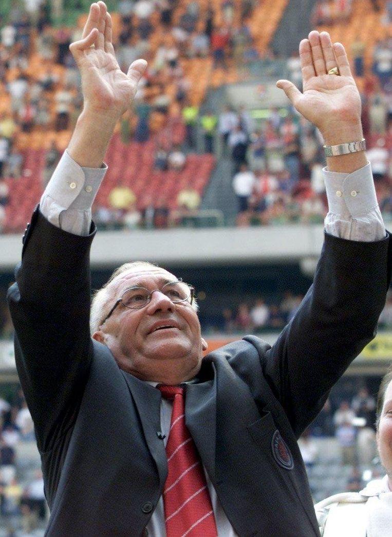 In mei 2000 neemt Bobby Haarms afscheid als trainer van de club. Beeld anp