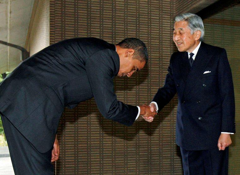 Toenmalig Amerikaans president Barack Obama bracht in november 2009 een staatsbezoek aan Japan en maakte een diepe buiging voor de keizer.