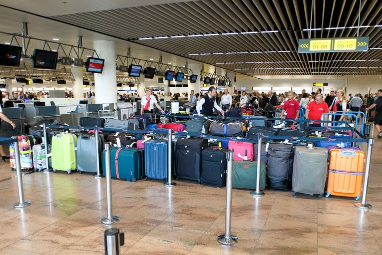 De man 'woont' op de luchthaven (illustratie)