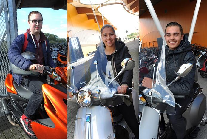 Ezra Mieras, Julia Biesen en Mika de Kam (vlnr) zorgen ervoor dat hun scooter goed is beveiligd.