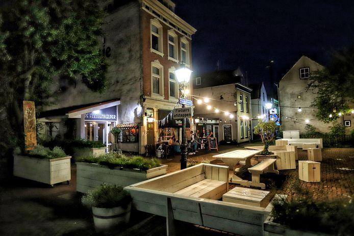 Normaal is het een drukte vanjewelste in de Kerkstraat, maar BarBiertje houdt de deuren gesloten voor openbare feesten. Hier op de foto gaat het om een besloten avond.
