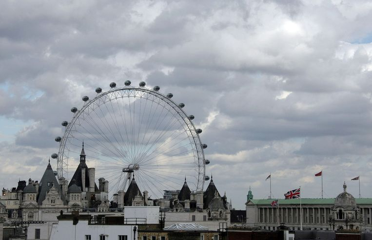 London Eye torent boven de stad Londen uit. Beeld Dominique Faget