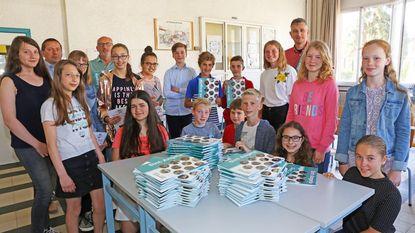 Leerlingen krijgen glanzend jaarboek mee naar huis