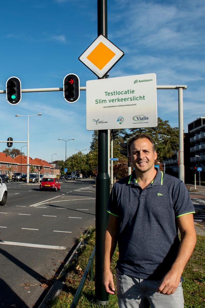 Wierd Janse van de gemeente Apeldoorn bij de testlocatie aan de Arnhemseweg.