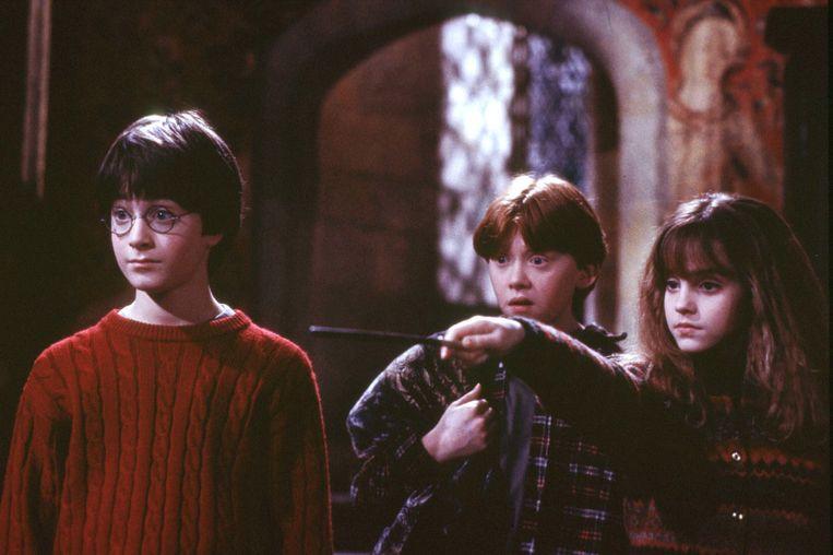 Van links naar rechts: Daniel Radcliffe, Rupert Grint en Emma Watson in Harry Potter and the Sorcerer's Stone. Beeld Reuters