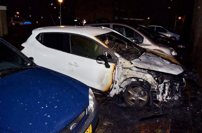 Auto in brand aan Gagelboslaan Bergen op Zoom