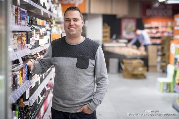 Supermarkteigenaar Matthijs Dunsbergen is supertrots op zijn nieuwe zaak.