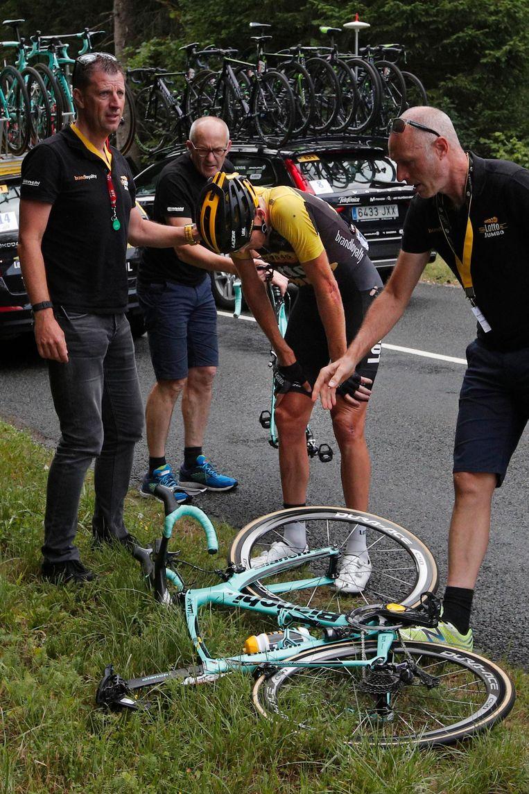Robert Gesink na zijn val in de negende etappe van de Tour de France Beeld ap