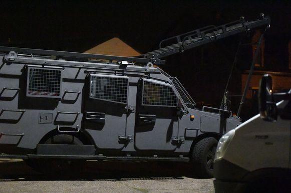 Ook een ladderwagen van de speciale eenheden werd in gereedheid gebracht.