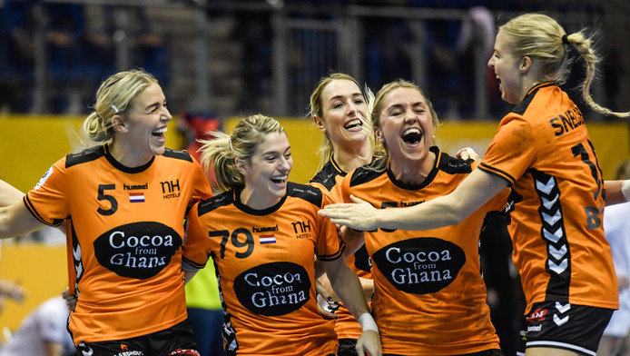 Vreugde bij de Nederlandse handbalsters.
