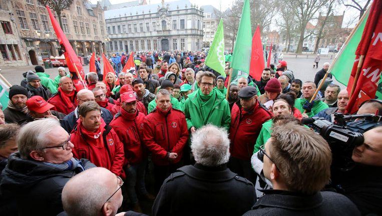 Zowat het voltallige personeel van Bombardier trok gisteren te voet naar het stadhuis van Brugge.