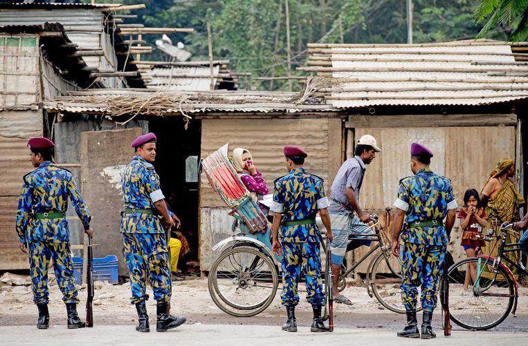 Strenge veiligheidsmaatregelen omgeven het hotel waar de koningin Maxima verblijft. De koningin bezoekt Bangladesh in haar functie van speciaal vertegenwoordiger van de VN op het gebied van het toegankelijker maken van financiële diensten. Beeld anp