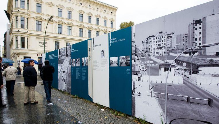 Checkpoint Charlie was tijdens de verdeling van Berlijn een controlepost op de grens van de Amerikaanse en Russische sector, bij een doorgang in de Berlijnse Muur in de Friedrichstrasse. Beeld EPA