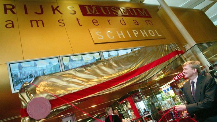Willem-Alexander opende in 2002 op Schiphol het museum. Beeld ANP