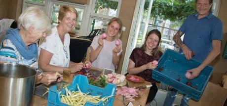 Samen oogsten, samen koken en samen dineren in Haarense Tuinderij de Es
