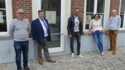 """Cultuurraad roept op om kunst voor het raam te hangen: """"Dentergem wordt deze zomer één groot straatmuseum"""""""