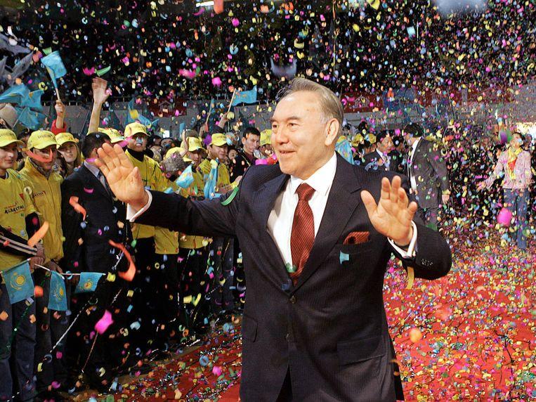 President Noersoeltan Nazarbajev viert de overwinning van de presidentsverkiezingen in 2005. Beeld AFP