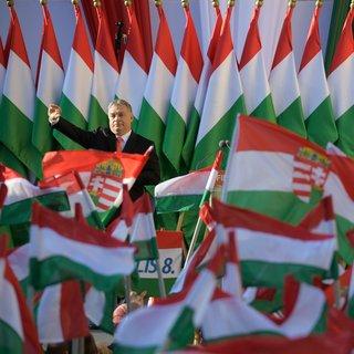 Zo weet Orbán zijn kiezers aan zich te binden