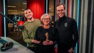 """Qmusic vernoemt nieuwe awards naar nietsvermoedende Ria (49) uit Oudsbergen: """"Het gouden beeldje lijkt sprekend op mij"""""""