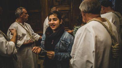 Stroppendragers verwelkomen eerstejaars Sint-Lievenscollege in stadhuis