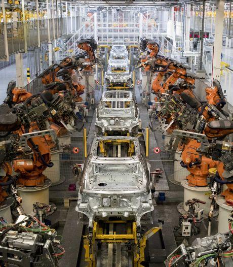 Autofabriek VDL NedCar in Limburg stilgelegd: 5000 werknemers naar huis