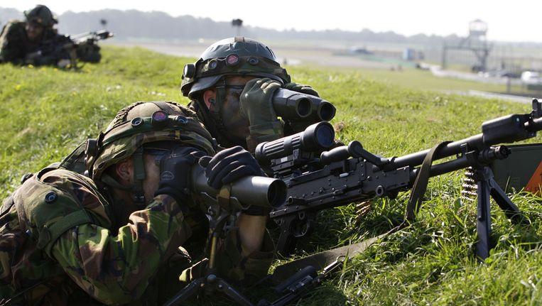 Militairen tijdens een oefening op het TT-circuit bij Assen. © ANP Beeld