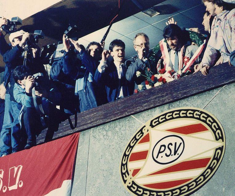 Van Kemenade als burgemeester van Eindhoven, bij een huldiging van PSV in 1988. Beeld ANP