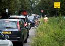 Een lange rij bij de teststraat in Woerden.