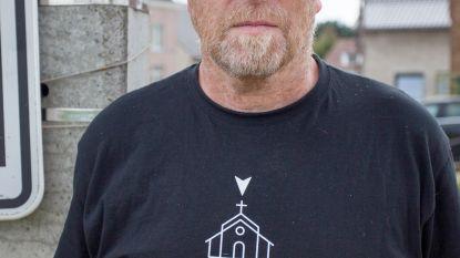 """Red Zebra-zanger brengt nieuw Everbeeks T-shirt uit """"omdat mensen blijven vragen of ik in Everbeek-Boven of -Beneden woon"""""""