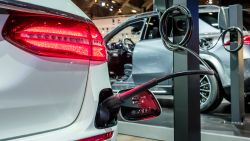Zo fiscaal aantrekkelijk zijn elektrische en hybride wagens: alleen wie met een 'echte' plug-in rijdt gaat er op vooruit