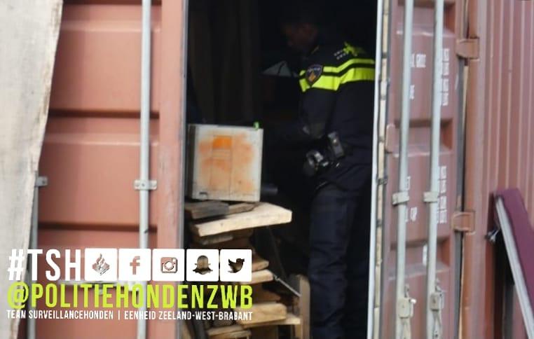 Diensthond Guti vond een verdachte in een afvalcontainer.