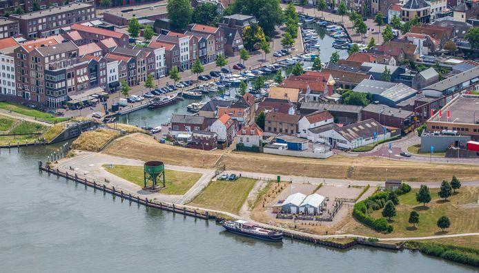 Luchtfoto Spuifront (Mebin-terrein) Oud-Beijerland