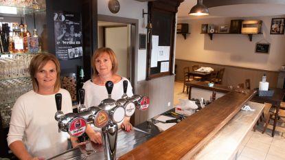"""Zussen Annemie en Katrien heropenen café De Welkom in Ouwegem: """"Kermis en verjaardagsfeest van café helaas al gemist"""""""