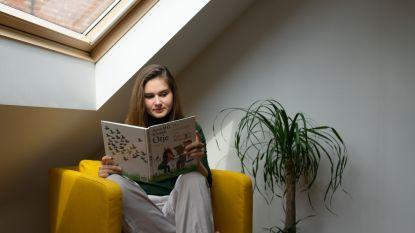Jana (22) verzamelt 65 vertellers: samen maken ze luisterverhaal voor bewoners van woonzorgcentra