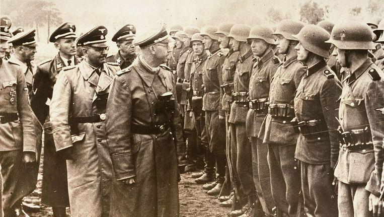 Heinrich Himmler,leider van de SS, inspecteert Duitse troepen in 1944 Beeld ap