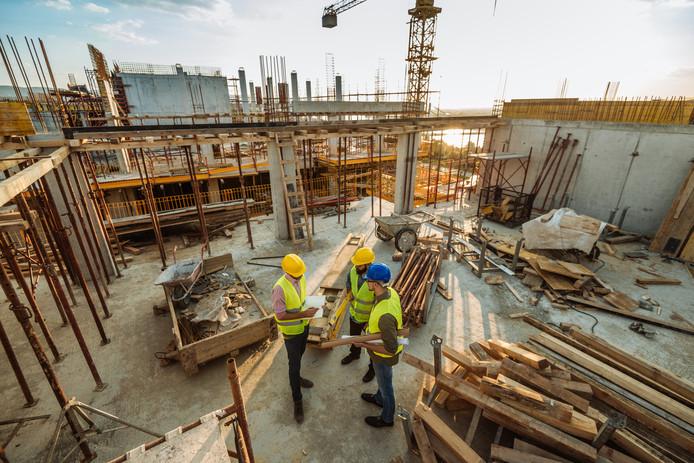 Het toezicht op de bouw moet beter, vinden hoogleraren.