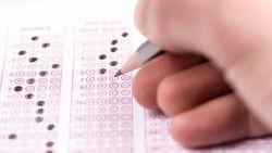 Examencommissie gebruikt te veel meerkeuzevragen om jongeren aan diploma te helpen