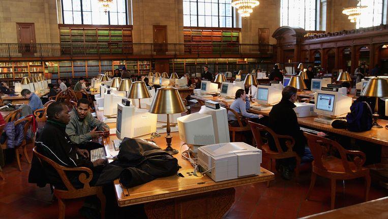 Mensen aan het werk in de openbare bibliotheek van New York. Beeld afp