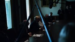 """En toen viel het licht uit tijdens persconferentie Trump: """"Zullen de inlichtingendiensten zijn"""""""