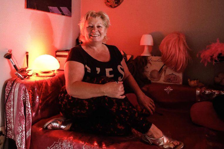 Tot midden maart werkte Dolores (60) zowat 12 uur per dag, maar nu zit ze zonder inkomen.