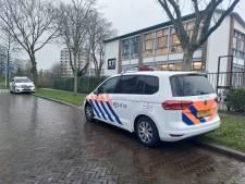 Man loopt Utrechtse middelbare school binnen en dreigt leerlingen dood te schieten