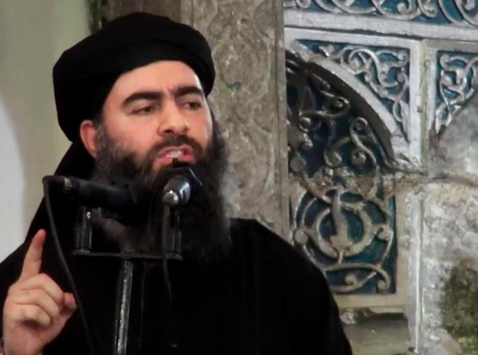 Een van de weinige beelden van leider Abu Bakr al-Baghdadi, door Islamitische Staat verspreid na het uitroepen van het kalifaat in juli 2014, in Mosul.