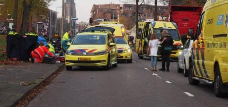 Twee volwassenen en een kind gewond bij zware crash op Leusderweg